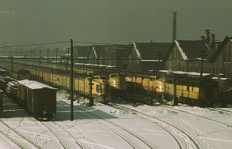 M-10003 to M-10006 - One of the M-10003-6 trains (center left) along with EMD E6 locomotives and other streamlined cars.