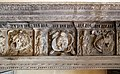 Camino di maestranze nord-lombarde del 1590 ca, con mostra in stucco ddella bottega retti di laino intelvi del 1620 ca., fregio con trofei 02.jpg