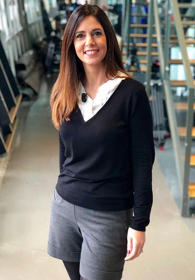 Caroline Munoz à coulisse TV   Photo : Wikimedia.