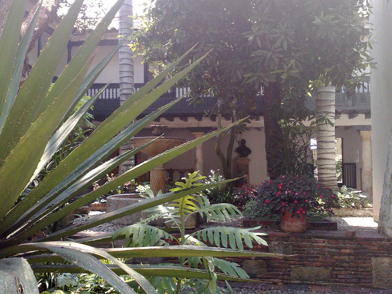 File casa museo 20 de julio bogot jpg wikimedia commons for Jardines 20 de julio bogota