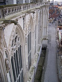 Cathedrale d'Amiens - Grandes verrieres nord.jpg