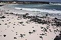 Cerca de Orzola increibles aguas turquesas salpicadas de lava - panoramio.jpg