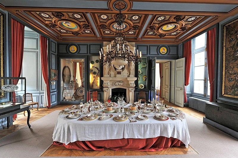 File ch teau de la bussi re interior wikimedia for Chateau chenonceau interieur