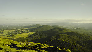 Massif Central - Image: Chaine des Puys France 2013
