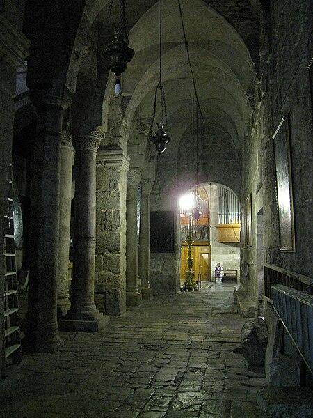 Grabeskirche - Der Säulengang der Maria - vergrößerbar