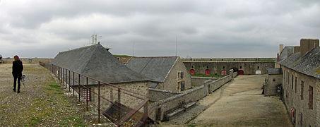 Citadelle de Port-Louis (5) - Batiments intérieurs.jpg