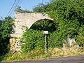 Cléry-en-Vexin (95), vieux porche de ferme, 1 chemin du Plessis.jpg
