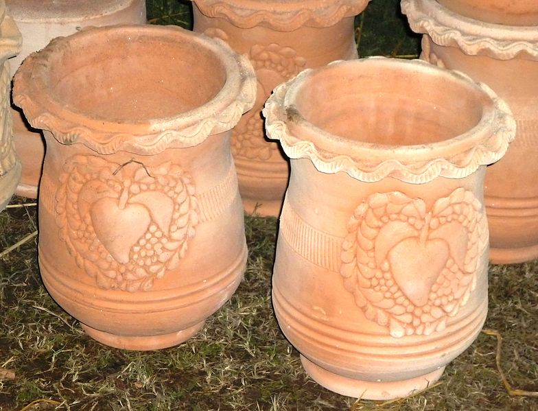 File clay pots wikimedia commons for Things made from soil