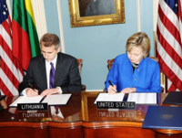 Clinton and Ušackas 2009.png