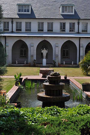English: Cloister gardens at Holy Spirit Monas...