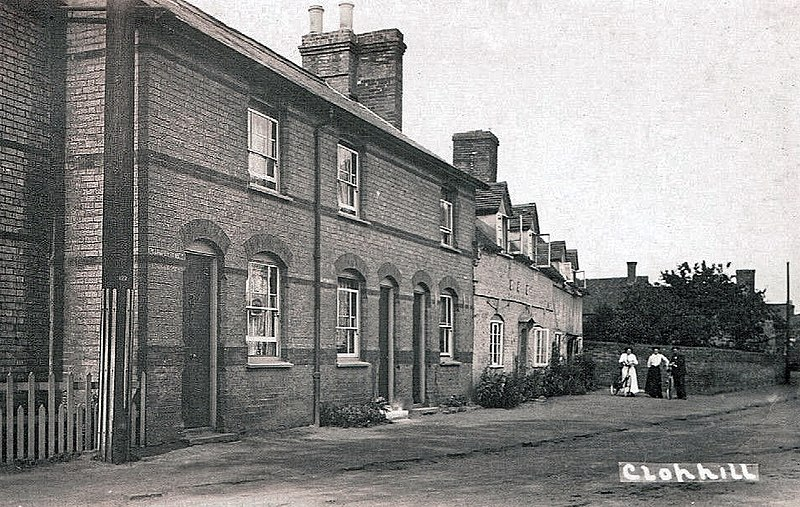 File:Clophill, Bedfordshire, England. 19th-century cottages.jpg