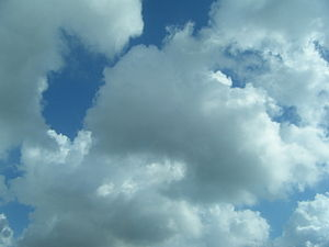 English: clouds in the sky