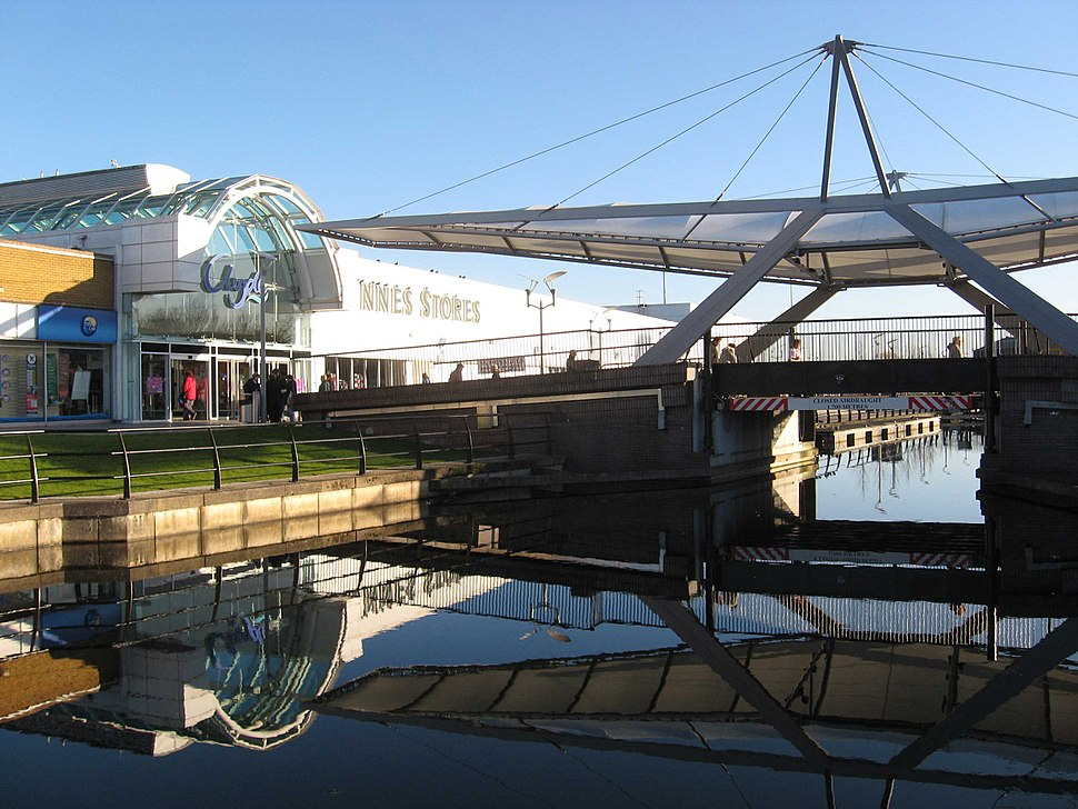 Clyde Shopping Centre bridge and canal