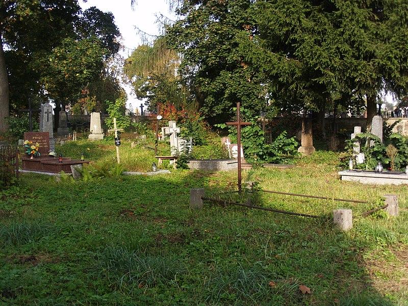 File:Cmenarz Ewangelicko-Augsburski w Suwałkach (120).JPG