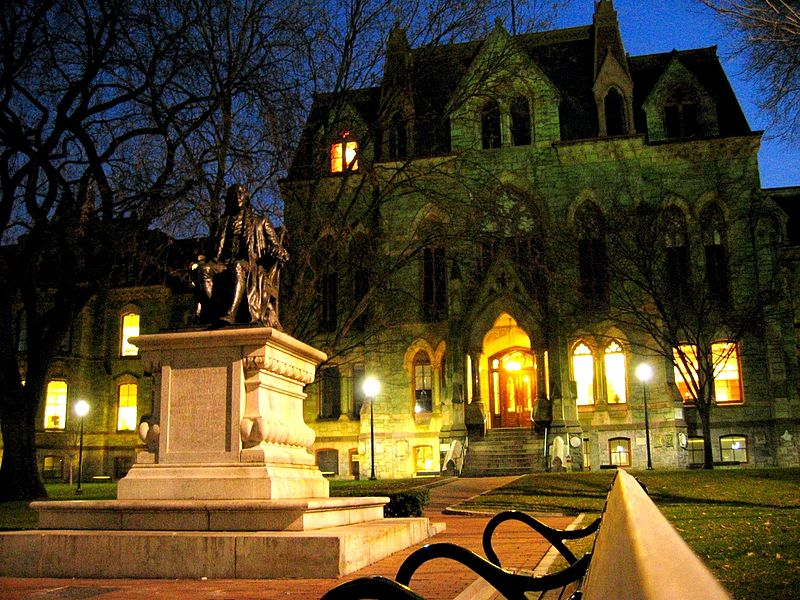 File:College Hall and Ben Franklin Statue.jpg