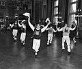 Dansgroepen in het stadhuis van Rotterdam, Bestanddeelnr 909-7474.jpg