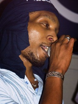 Del performing in Red Deer, Alberta in 2006 Del the Funky Homosapien.jpg