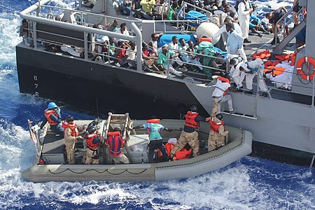 Venezuela un estado fallido ? - Página 26 450px-Distressed_persons_are_transferred_to_a_Maltese_patrol_vessel.