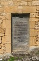Door of a building in Beynac-et-Cazenac 01.jpg