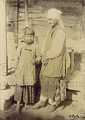 DudinOld woman and little girl from Poltava region.jpg