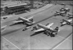 ETH-BIB-Flughafen Zürich-Kloten, Tarmac, Flugzeuge-LBS H1-014550.tif