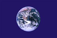 Neoficiální vlajka Dne Země od Johna McConnella.