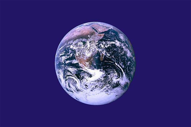 Neoficiální vlajka Dne Země od Johna McConnella
