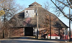 Ehlers round barn from W 2.JPG