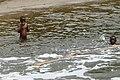 Enfants jouant dans la rivière Malanza (São Tomé) (7).jpg