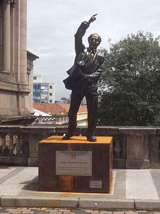 Leonel Brizola - Brizola statue in Porto Alegre.