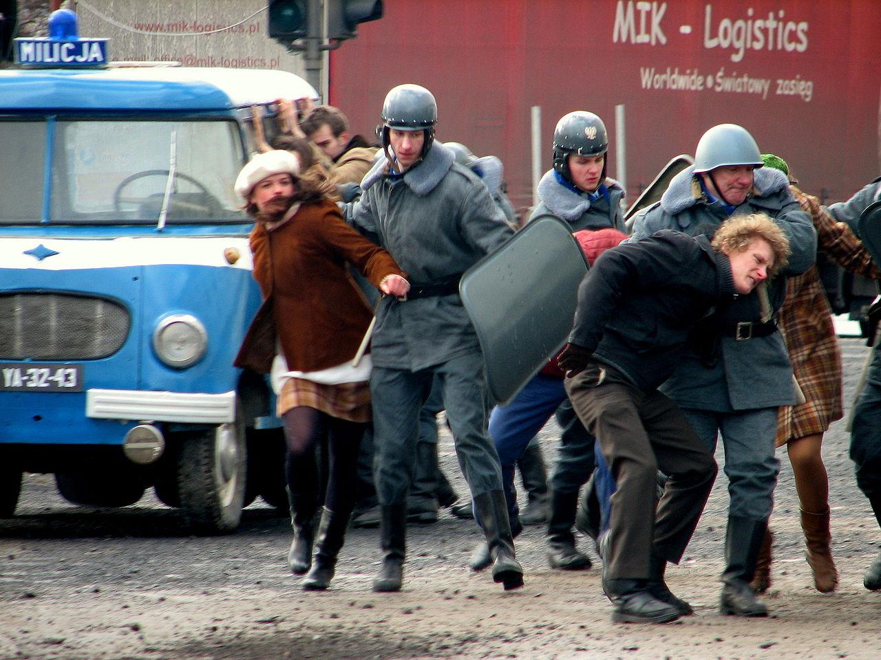 Filmmaking of 'Black Thursday' on crossway of ulica Świętojańska and Aleja Józefa Piłsudskiego in Gdynia - 076.jpg