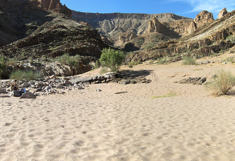 Fish River Canyon - Sand at descend
