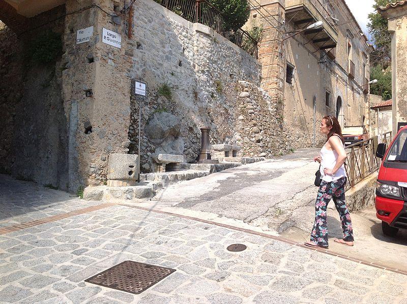 File:Fontana Satriano.JPG