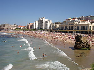 Biarritz - Image: France Biarritz Grande lage et Casino 2005 08 05