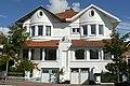 Gekoppelde villa van twee woningen in cottagestijl, Duinbergenlaan 72,74, Duinbergen (Knokke-Heist).JPG