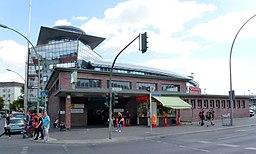 Gesundbrunnen U-Bahn Fridolin freudenfett [CC BY-SA 4.0 (https://creativecommons.org/licenses/by-sa/4.0)], via Wikimedia Commons