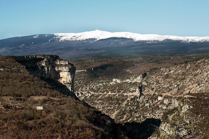 Fichier:Gorges de la Nesque et Mont Ventoux.JPG