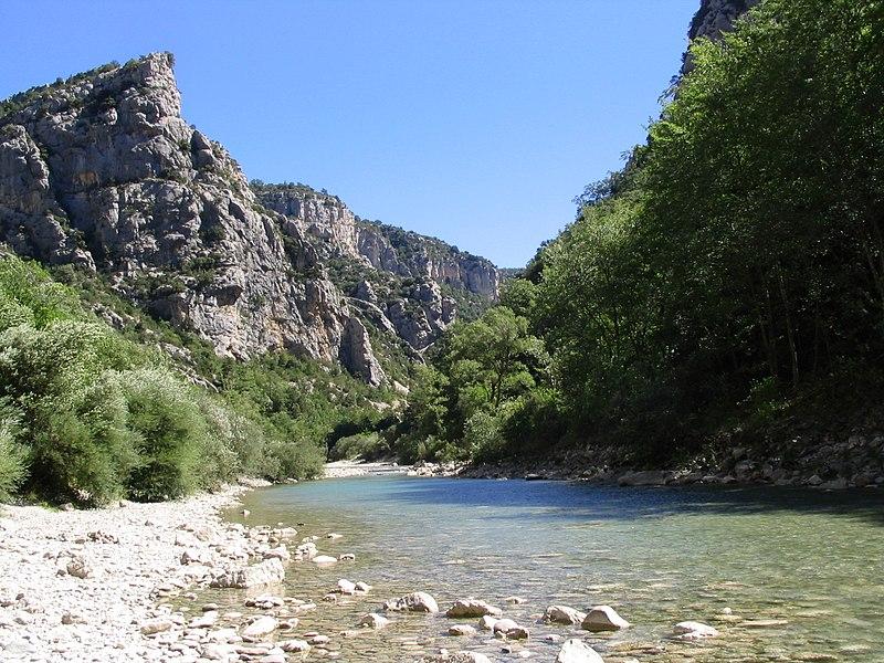 Fichier:Gorges du Verdon River from Bottom 0364.jpg
