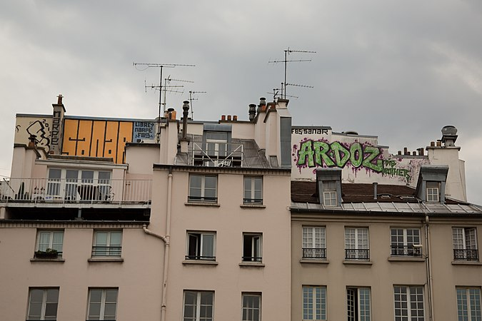 Graffit in Paris.jpg