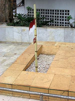 Fatmawati - Fatmawati's grave in Karet Bivak Cemetery, Jakarta