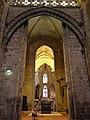 Guingamp (22) Basilique N.D. Transept 01.JPG