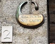 Guitiriz, Avda. Poeta Díaz Castro, placa.JPG