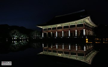 Gyeongbokgung Night 08logo (8052823243).jpg