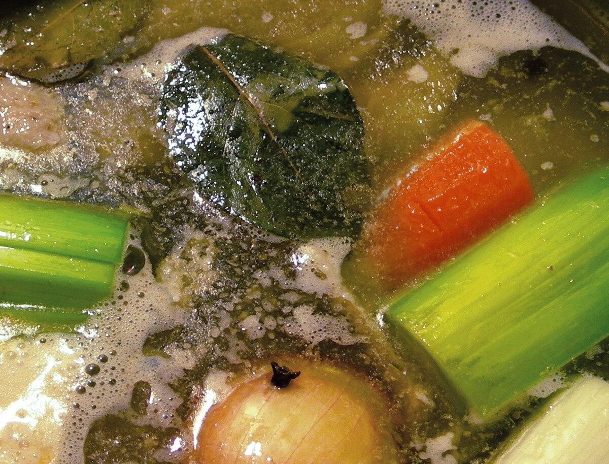 Diät Huhn und Gemüsebrühe