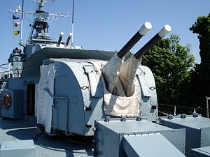QF 4 inch Mk XVI naval gun - Image: HMCS Haida Hamilton Ontario june 07 1