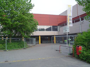 Hermann Wesselink College - The school in 2006, during the construction of a new parking lot for bikes.