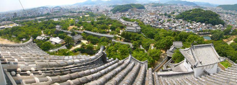 Súbor:Himejijou castle grounds.jpg