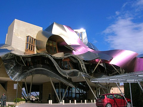 Which is the best town to stay in la rioja region?