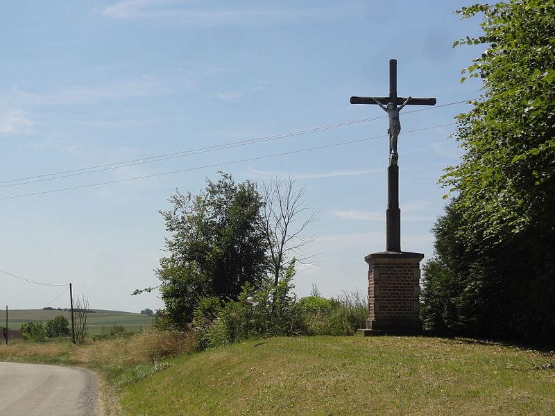 Housset (Aisne) croix de chemin, rue de Verdun