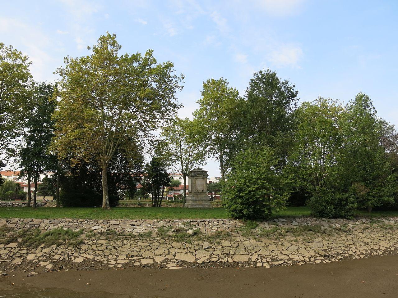 Ile des Faisans - Memorial du traité des Pyrénées.jpg
